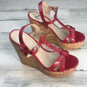 Report red wedges size 7